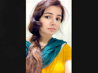 Pakistani Beautiful actress RabiPirzada Leaked Video