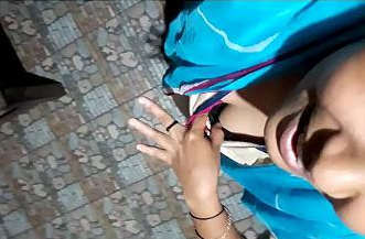 mallu girl show hot cleavage