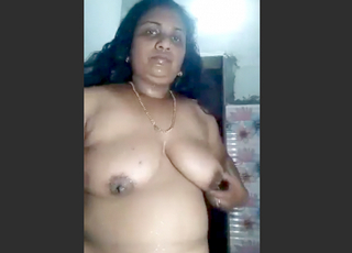 Desi village aunty sexy bath and fing big pussy