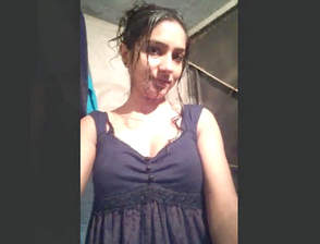 Desi girl posing video